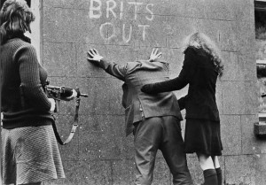IRISH REPUBLICAN ARMY GIRLS_BELFAST_1972
